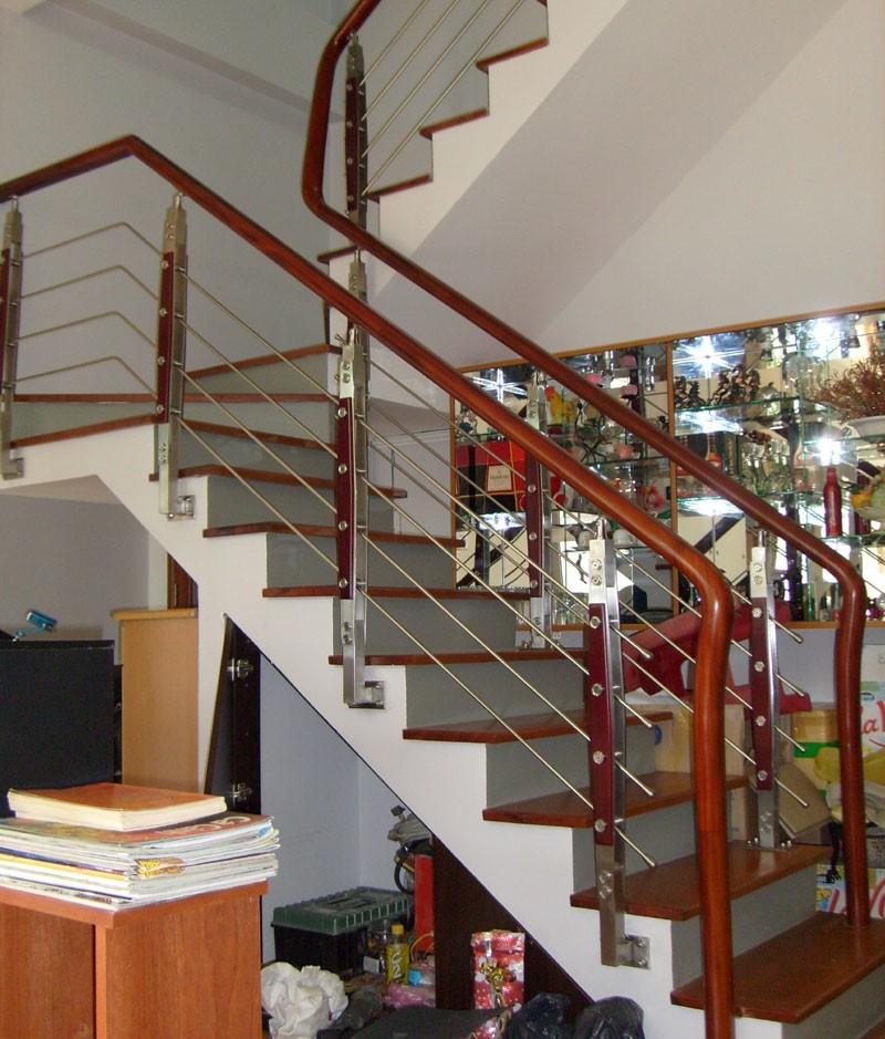 Cầu thang inox đẹp PT1