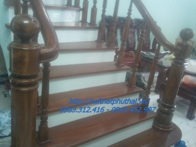 Cầu thang, mặt bậc gỗ Lim Nam Phi nhà 4 tầng tại Thôn Phú Mỹ, Mỹ Đình