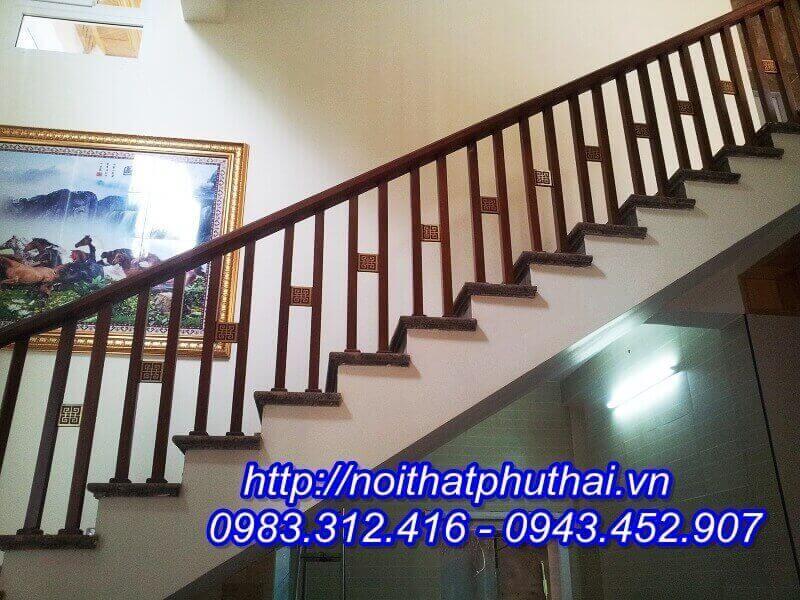 Cầu thang gỗ tự nhiên PT14
