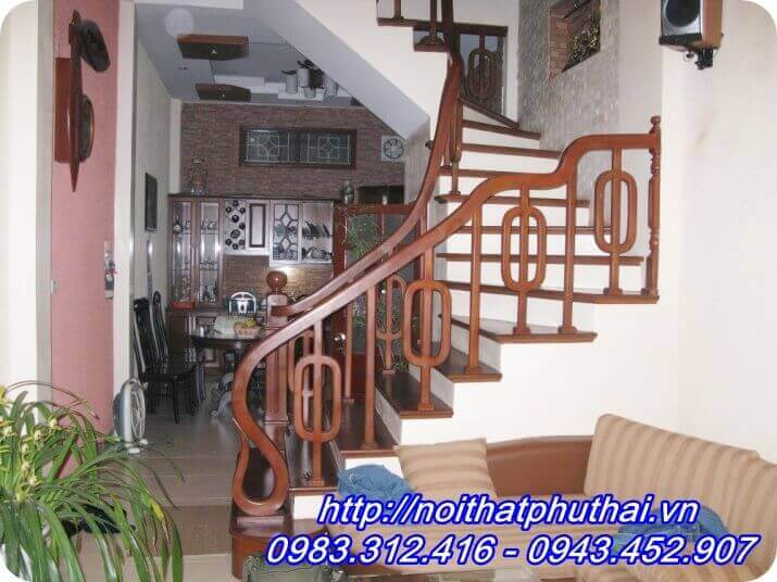 Cầu thang gỗ lim PT7