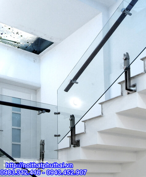 Cầu thang kính tay vịn nhựa PT10