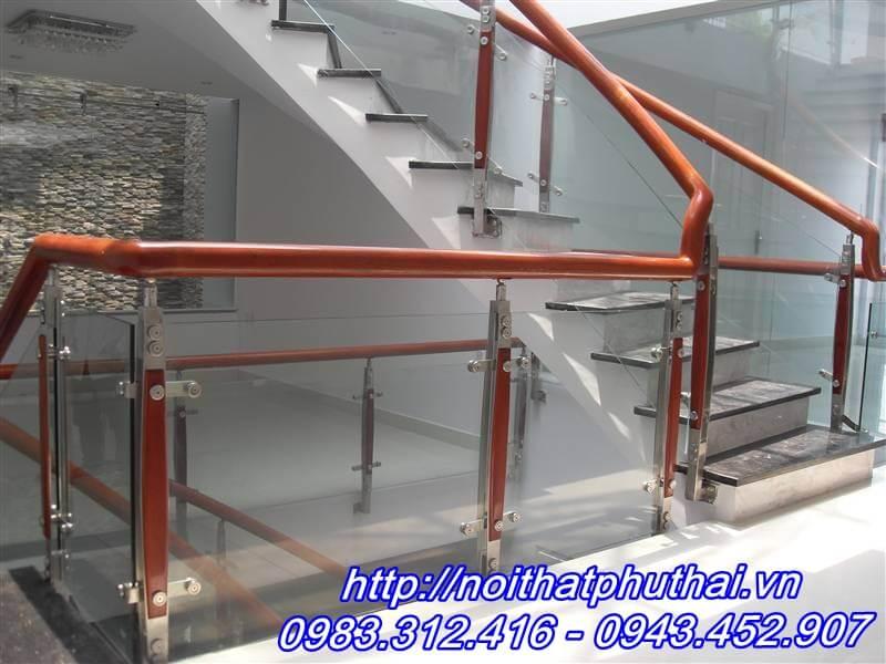 Cầu thang kính PT15