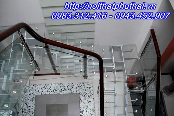 Cầu thang kính PT16