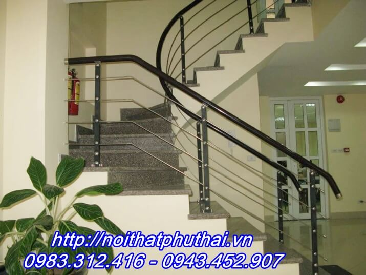 Cầu thang inox tay vịn nhựa PT5