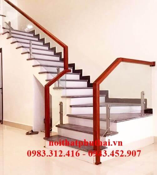 Cầu thang kính cường lực PT17