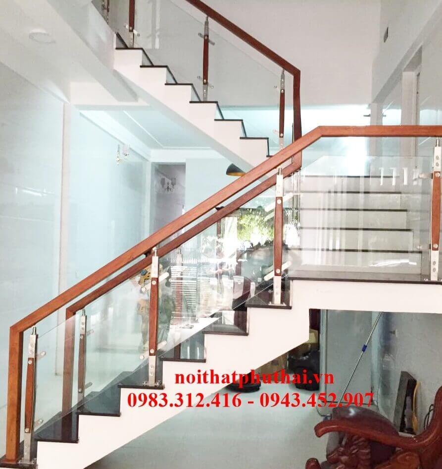 Cầu thang kính chân inox- gỗ PT24