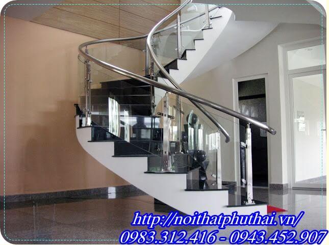 Cầu thang kính cong inox PT3