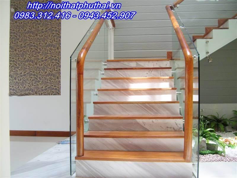 Cầu thang kính pat đôi đẹp PT4