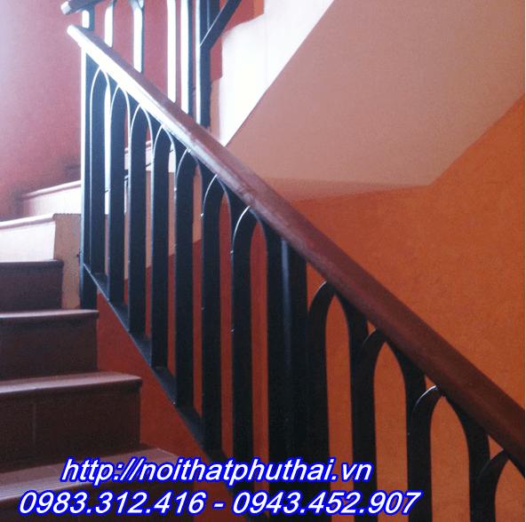 Cầu thang sắt PT10