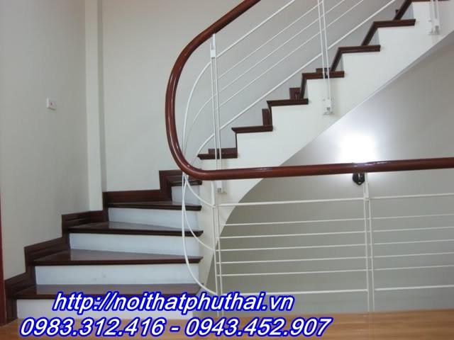 Cầu thang sắt PT7