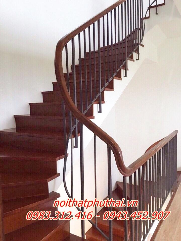 Cầu thang sắt PT11