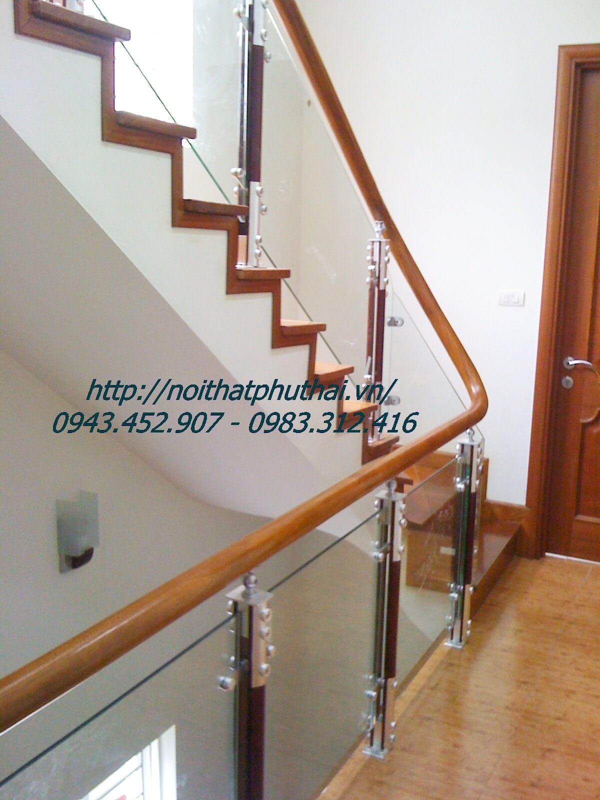 Cầu thang kính cường lực trụ cao PT1