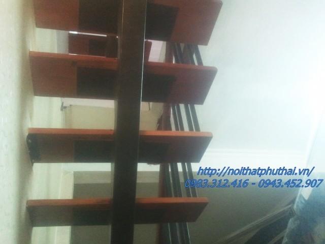 Cầu thang xương cá tại Ngõ 167 Phương Mai