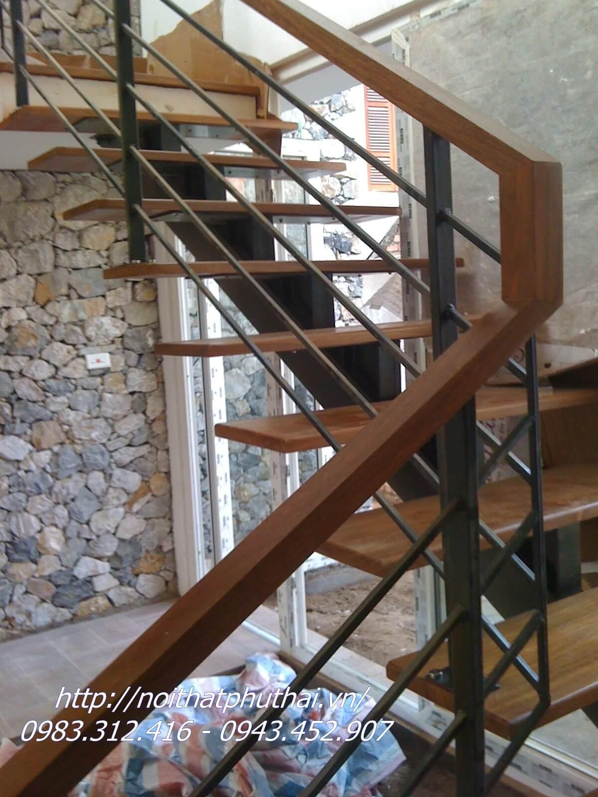 Cầu thang sắt xương cá đơn PT7