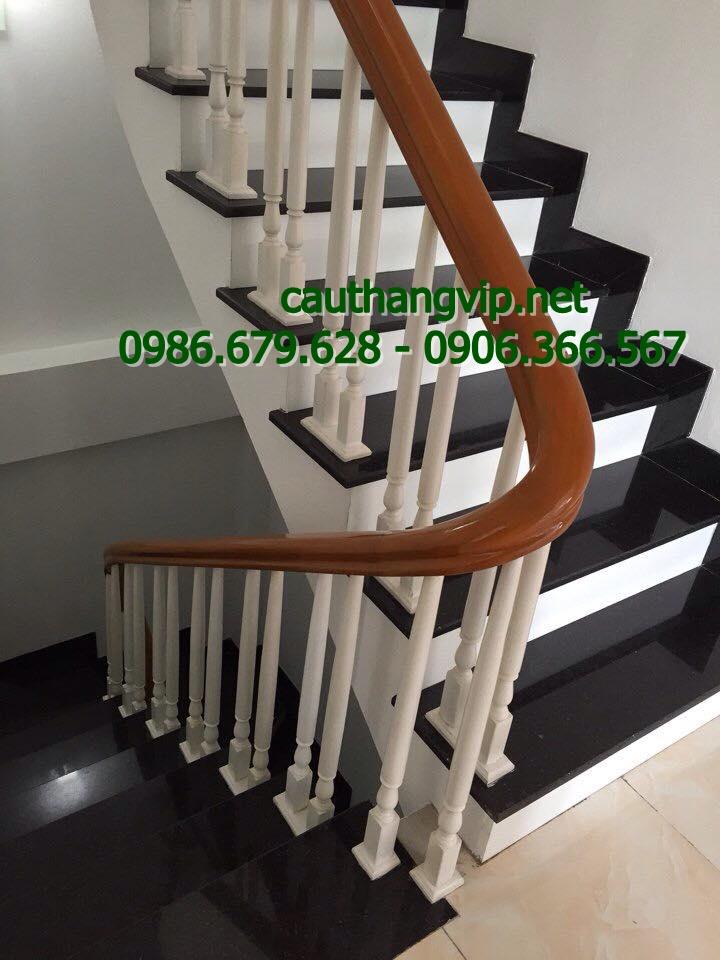 Cầu thang gỗ tự nhiên sơn trắng KĐT Kiến Hưng