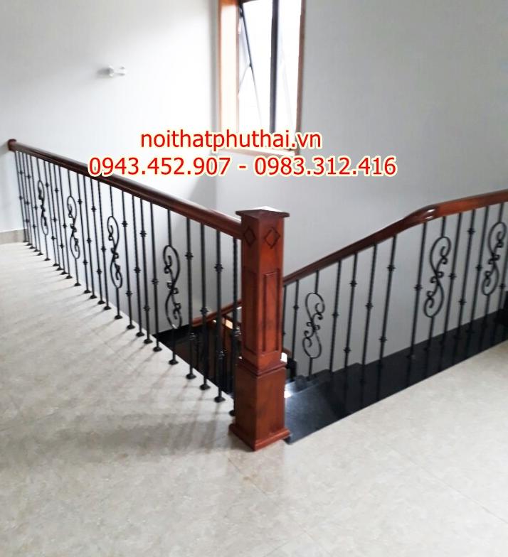 Cầu thang sắt nghệ thuật tại An Khánh - Hoài Đức