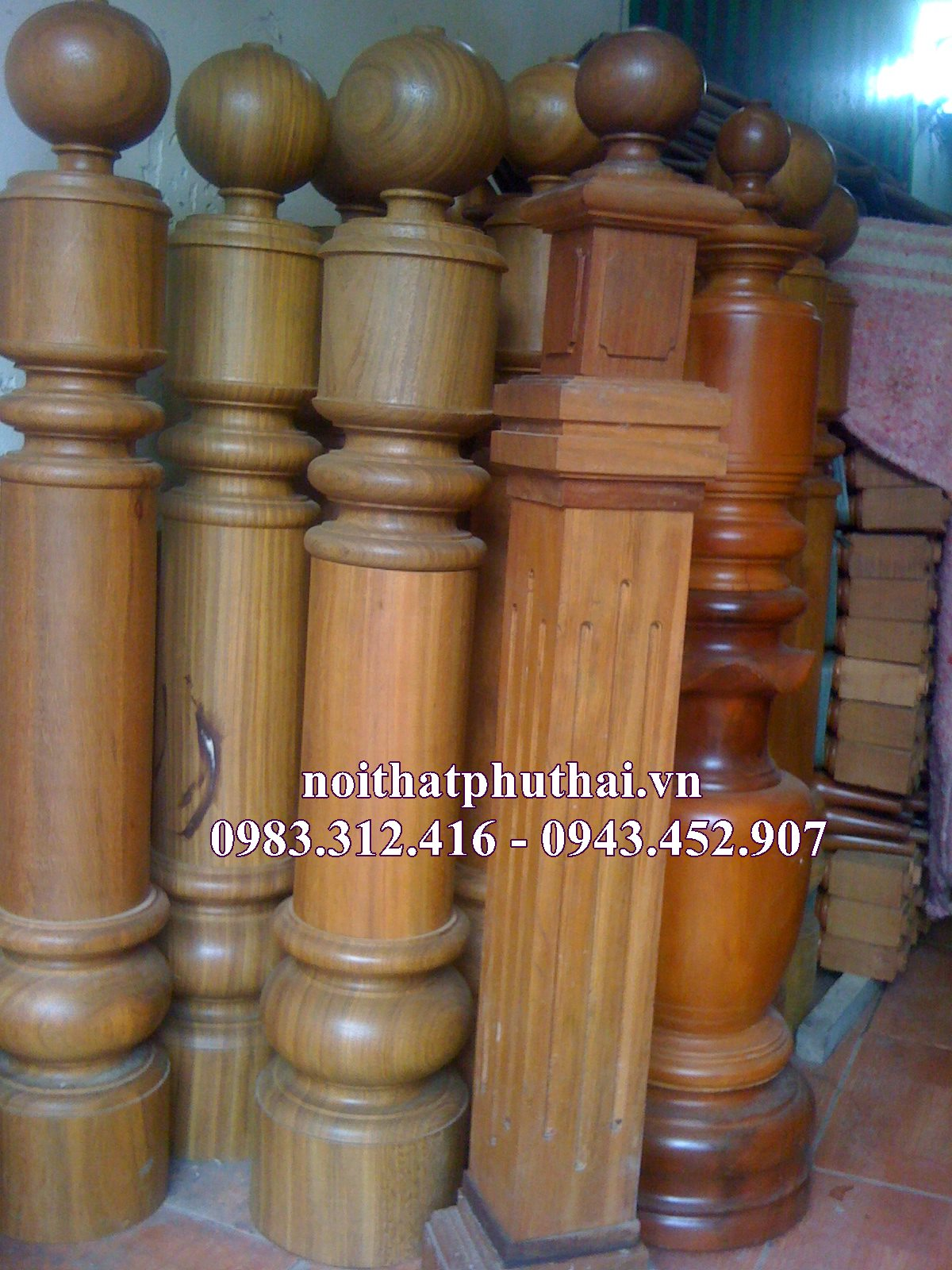 Trụ gỗ cầu thang PT03