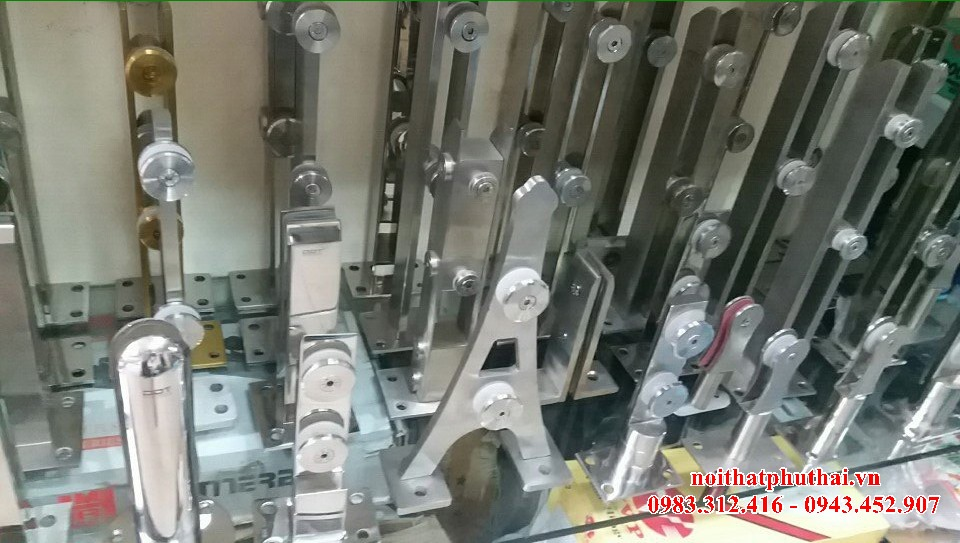 Chân lửng cầu thang kính 2